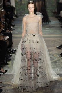 Valentino Spring 2014 Couture - Runway Photos - Fashion Week - Runway, Fashion Shows and Collections - Vogue Haute Couture Paris, Ohh Couture, Style Haute Couture, Valentino Couture, Couture Fashion, Runway Fashion, Valentino Dress, Paris Fashion, Spring Couture