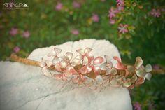 AnnuA tocados y complementos para novias, invitadas, bodas y fiestas Crown, Jewelry, Flower Headbands, Fascinators, Hand Made, Weddings, Boyfriends, Wire, Fiestas