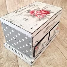 I like the combination of the papers used to decoupage onto this vintage jewelry box. The difference in scale works well. Decoupage Furniture, Decoupage Box, Decoupage Vintage, Paint Furniture, Jewellery Boxes, Jewelry Displays, Jewellery Storage, Jewelry Box Makeover, Shabby Chic Crafts