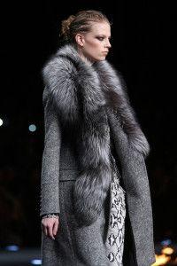 Roberto Cavalli Fall 2014 — Review — Vogue Fur Fashion, Look Fashion, Fashion Details, Runway Fashion, Trendy Fashion, Fashion Show, Roberto Cavalli, Fabulous Furs, Mein Style
