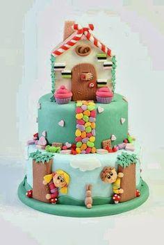 Pastel de cumpleaños con la casa dulce de Hansel y Gretel