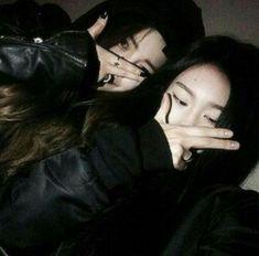 Image about girls in ulzzang by :c haru c: on We Heart It Ulzzang Korean Girl, Ulzzang Couple, Korean Best Friends, Bff Girls, Girl Friendship, Uzzlang Girl, Girl Couple, Korean Couple, Girl Swag