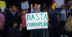 http://oglobo.globo.com/rio/rio-amanhece-com-marcas-de-vandalismo-violencia-apos-passeata-pacifica-que-reuniu-100-mil-no-centro-8725916 \\  http://fotos.estadao.com.br/protesto-5-dia,galeria,7604,,,0.htm \\   http://www.estadao.com.br/noticias/cidades,protestos-reunem-230-mil-em-12-capitais-e-governantes-viram-alvo,1043614,0.htm \\