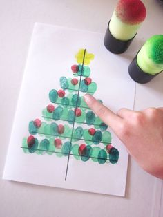 DiY Christmas tree card with fingerprints Christmas Tree Cards, Christmas Crafts For Kids, Christmas Activities, Kids Christmas, Holiday Crafts, Christmas Decorations, Theme Noel, Diy For Kids, Images