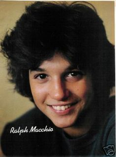 Ralph Macchio- He had such gorgeous hair in this picture, did he not? The Outsiders Johnny, The Outsiders Cast, Ralph Macchio The Outsiders, Divas, Scott Baio, Karate Kid Cobra Kai, Cinema, Hollywood, Cute Actors