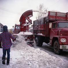Déneigement sur la avenue entre Bélair et Jean-Talon, 1970 Old Montreal, Montreal Ville, Zen, Between, Snow Plow, Quebec, The Past, Truck, Memories