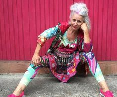 """""""Style knows no age"""" and thankfully social media is starting to become a place for confident older women to showcase that mantra. Stylish Older Women, Older Women Fashion, Fashion Over 50, Fashion 2018, Mode Hippie, Bohemian Mode, Estilo Boho, Boho Fashion, Fashion Outfits"""