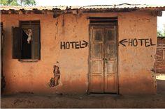 CALMA: HOTEL ECONÔMICO NÃO QUER DIZER ESPELUNCA!  Com mil unidades em 65 países a Accor transformou a marca ibis em referência de hotel econômico sem perder a essência da atividade, que é a hospitalidade.