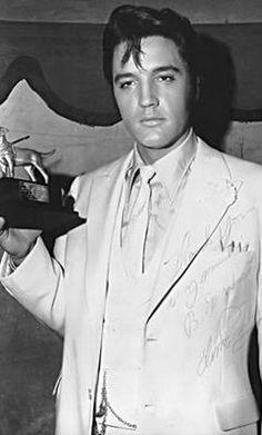 Rare Elvis pic.