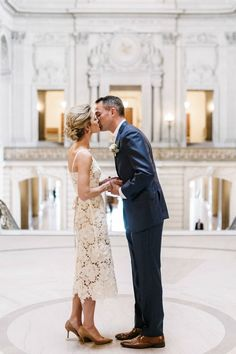 San Francisco City Hall Wedding photographed by Melanie Duerkopp Photography Sweet and simple courthouse wedding elopement married Casual Braut, Courthouse Wedding Photos, Older Bride, Civil Wedding, Wedding Bride, Wedding Ceremony, Wedding Stuff, Elopement Dress, City Hall Wedding