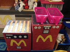 McDonald's grill and Fryer.made out of cardboard boxes and construction paper. I made the grill with poster board and aluminum foil and used plastic bins with handles as the fryer baskets. Dramatic Play Themes, Dramatic Play Area, Dramatic Play Centers, Preschool Restaurant, Restaurant Themes, Burger Restaurant, Prop Box, Role Play Areas, Preschool Centers