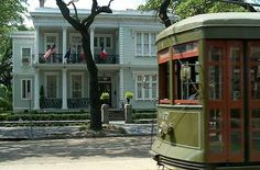 Streetcar  《|sounds|》 http://epicroadtrips.us/2003/summer/nola/nola_offsite/StCharlesStreetCar.htm
