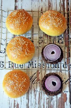 Na ez a tuti zsemle! Bread Recipes, Cooking Recipes, Mini Hamburgers, Good Food, Yummy Food, Food And Drink, Favorite Recipes, Baking, Breakfast