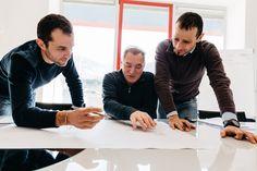 """Scopriamo la filiera produttiva della divisione """"Penta Systems Industrial"""".   Primo Step: la PROGETTAZIONE  A partire dal bozzetto fornito dal cliente, sviluppiamo il prodotto nel modo più efficiente e conforme ai bisogni cui deve rispondere. Elaboriamo le idee del committente nel nostro ufficio tecnico interno, composto da tecnici di lunga esperienza e costantemente formati per conoscere nuove tecnologie e materiali. #arredonegozi #lavorazionimetalliche #progettazione"""