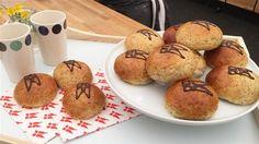 Teboller med kærnemælk og birkes Den klassiske tebolle i en nyfortolkning med birkes og kærnemælk