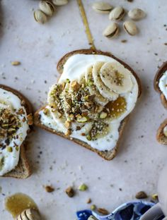 Ricotta Banana Toast with Pistachios. (How Sweet It Is) Vanilla Ricotta Banana Toast with Pistachios.Vanilla Ricotta Banana Toast with Pistachios. Breakfast And Brunch, Banana Breakfast, Mexican Breakfast, Breakfast Pizza, Breakfast Bowls, Breakfast Healthy, Dinner Healthy, Healthy Food, Eating Healthy