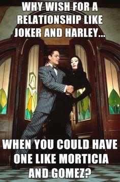 Morticia Addams (Anjelica Huston) et Gomez Addams (Raul Julia) dans La Famille Addams Patrick Swayze, Robin Williams, Tom Hanks, Pulp Fiction, Brad Pitt, Catwoman, Titanic, Thelma Louise, Matt Damon