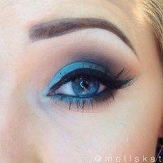 turquoise smokey eye makeup idea