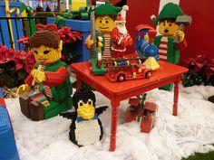 LEGO Christmas Santa's Elves Lego Jokes, Lego Christmas Village, Christmas Ideas, Xmas, Lego Builder, Building Blocks Toys, Lego Worlds, Lego Parts, Lego Moc