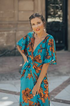 Outfits ideas & inspiration : Learn the best tricks on how to dress and How to disguise the bulging low belly, Tricks to disguise tummy with jeans, Combine high jeans with long blouses Moda Mania, Modest Fashion, Fashion Dresses, Cute Summer Dresses, Long Blouse, Tight Dresses, Elegant Dresses, Boho Chic, Marie