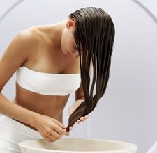 How to use vinegar to lighten or color your hair.