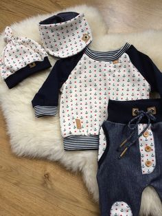 * Sucker süßes Babysetchen aus Overlock Jerse… * READY TO SHIP ! * Sucker cute baby kit made of overlock jersey fabric and jeans jersey consisting of long sleeve shirt, pants, scarf and the matching knot cap. Baby Outfits, Kids Outfits, Baby Set, Sewing For Kids, Baby Sewing, Baby Boy Fashion, Kids Fashion, Kids Wear, Kids And Parenting