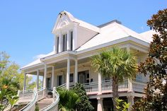 Southern Style: Haint Blue Porch Ceilings on the New Orleans Northshore - TrippaLuka Style Calming Paint Colors, Door Paint Colors, Exterior Paint Colors, Paint Colors For Home, House Colors, Ceiling Color, Colored Ceiling, Painted Decks, Haint Blue Porch Ceiling