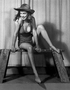Before she was a famous star, Marilyn Monroe made $10 an hour modeling for pin-up artist and photographer Earl Moran