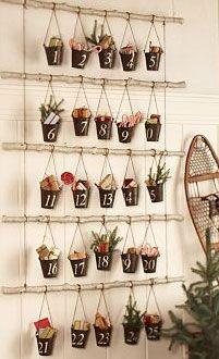 Un calendario de adviento de pequeños tiestos, de blog.fiestafacil.com / An advent calender of small plant pots, from blog.fiestafacil.com.