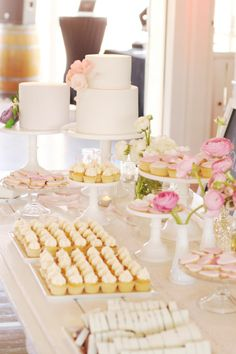 Beautiful pink and white sweet table (Hello Naomi). French Bakery broma bakery: Half-way to heaven peanut butter cookies Dessert Buffet, Candy Buffet, Dessert Bars, Dessert Tables, Lolly Buffet, Buffet Tables, Candy Table, Hello Naomi, Champagne Wedding Cakes
