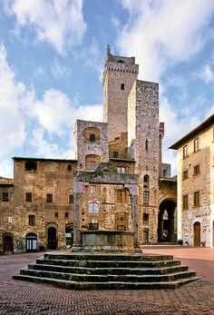 Palazzo comunale da Piazza della Cisterna. San Gimignano, province of Siena , Tuscany region Italy