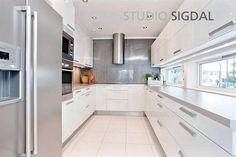 Kjøkken levert til enebolig på Jessheim. Sigdal Kjøkken modell Uno. Design: Nina Th. Oppedal, Studio Sigdal Fredrikstad
