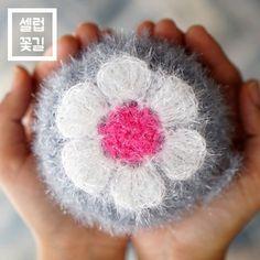 [셀럽]꽃길수세미(수세미3볼+도안+상세동영상)/실추가구입가능 Crochet Puff Flower, Crochet Flowers, Crochet Home, Knit Crochet, Crochet Scrubbies, Needlework, Diy And Crafts, Crochet Earrings, Bubbles