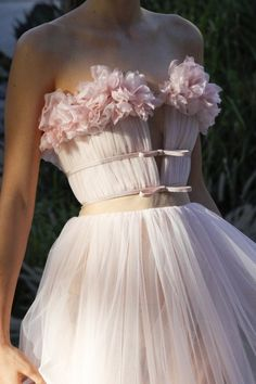Giambattista Valli Herbst 2017 Couture-Modenschau The Effective Pictures We Offer You About Runway Fashion alexander mcqueen A quality picture can te Couture Mode, Couture Fashion, Runway Fashion, Fashion Show, Fall Fashion, Style Fashion, Haute Couture Gowns, Pink Fashion, Womens Fashion