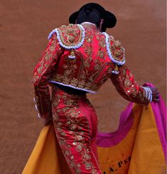 matador vintage outfit: 13 thousand results found on Yandex. Demna Gvasalia Vetements, Matador Costume, Spanish Culture, Gold Work, Spanish Style, Vintage Outfits, Style Inspiration, Elegant, Celebrities