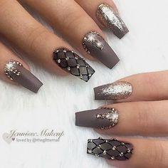 Nice Nail Designs that I like Cute Nails Ongles Bling Bling, Bling Nails, Gold Nails, Matte Nails, Prom Nails, Gradient Nails, Stiletto Nails, Holographic Nails, Swarovski Nails
