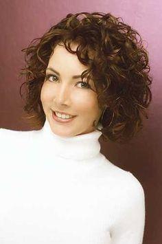 Cortes de cabelo curto cacheado  Os cortes de cabelos curtos cacheados estão cada vez mais sendo buscados pelas mulheres, talvez seja porque muitas estão preferindo os cabelos naturais do que de…