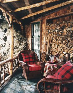 Cabin retreat: ralph lauren home sets a warming apres-ski scene cabin life Winter Cabin, Cozy Cabin, Cozy House, Cozy Winter, Cabin Chic, Winter Porch, Winter Balcony, Diy Log Cabin, Cabin Ideas