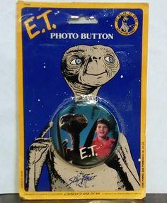 E.T. the EXTRA-TERRESTRIAL vintage PHOTO BUTTON MOC RARE Elliot & ET image