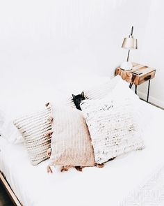 Boho Chic Interior Design - Bohemian Bedroom Design - Josh and Derek Decoration Inspiration, Room Inspiration, Decor Ideas, Home Design, Bed Design, Design Ideas, Design Art, Cozy Bedroom, Bedroom Decor