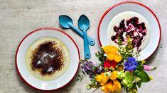 Jak na hedvábně jemnou krupicovou kaši? Stačí dodržet pár jednoduchých pravidel atahle snadná dobrota se vám už vždycky povede! Acai Bowl, Panna Cotta, Oatmeal, Pudding, Dishes, Breakfast, Sweet, Fit, Ethnic Recipes
