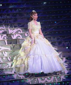 サヨナラショーで、数々の思い出の楽曲を披露する宙組娘役トップの実咲凛音