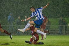 @BHASnappy  #BHAFC v Worthing. Somewhere through the rain this is a snap of @bendickenson7 gets a shot away.