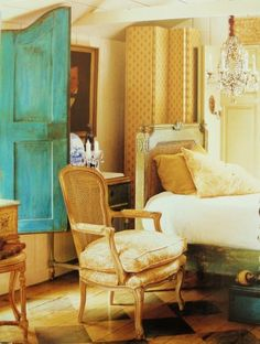 Love the pop of color....I want to achieve this in my home Fabulous Decorating Ideas- french country decor