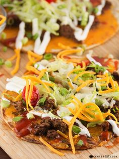 Taco Flatbread Pizza Recipe with layers of seasoned taco meat, crisp lettuce, and melty cheddar cheese. Served with drizzles of sour cream and taco sauce. A fun alternative to typical taco night! Ww Recipes, Mexican Food Recipes, Dinner Recipes, Cooking Recipes, Healthy Recipes, Ethnic Recipes, Recipies, Enchiladas, Burritos