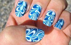 Diseños de uñas con agua o marmoleado, diseño de uñas con agua azules. Clic Follow,  #uñasbonitas #3dnailart #uñassencillas