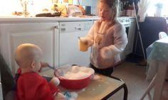 Schuim, water shampoo en een mixer leuk en makkelijk Praktisch met een verfschort.