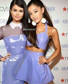 Omg i love this love u grande Ariana Grande Selena Gomez, Selena Gomez Gif, Selena Gomez Bikini, Ariana Grande Images, Selena Gomez With Fans, Adriana Grande, Selena And Taylor, Selena Gomez Pictures, Girl Celebrities