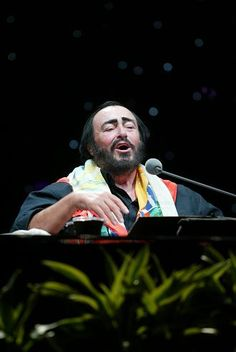 OKLAHOMA: On September 17, 2005 a sold-out crowd of 9,150 people welcomed living legend and opera superstar Maestro Luciano Pavarotti to Tulsa for the first of only three North American dates on his worldwide Farewell Tour.