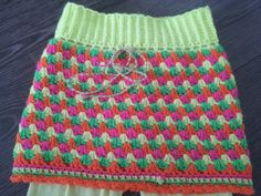 rokje haken van granny stripes - crochet skirt Need to translate Mode Crochet, Crochet Bebe, Crochet Cross, Knit Crochet, Granny Stripe Crochet, Granny Stripes, Granny Squares, Crochet Skirts, Crochet Clothes